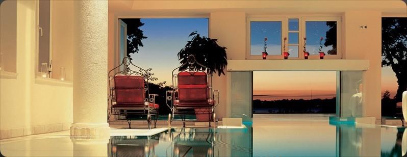 Alter-Meierhof-Vital-Hotel-pool-ved-solnedgang